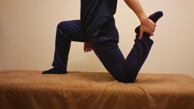 ちょっとハードなストレッチングなので腰を痛めないようにご注意を