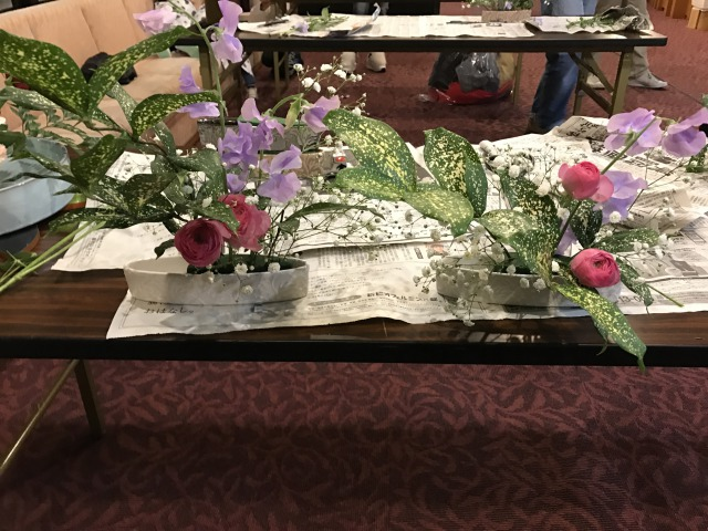 左が長女、右が次女の作品です。同じお花を使ってるのに個性が全然違いますよね!